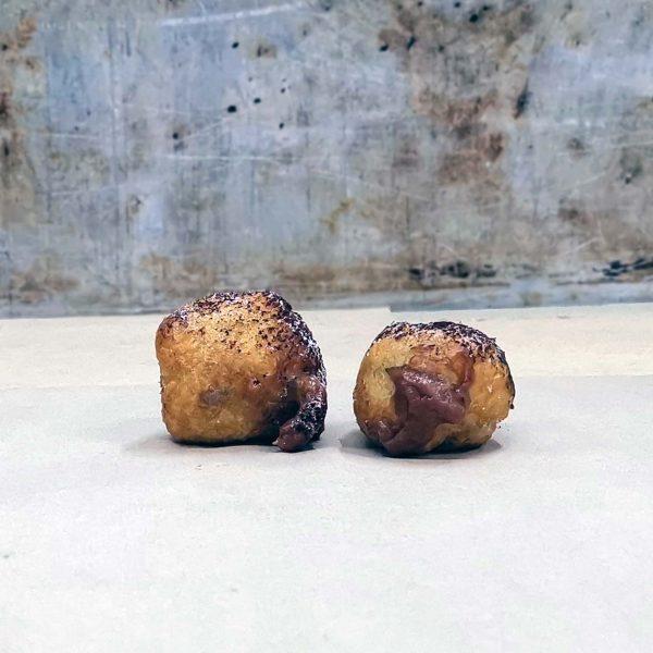 Castagnole fritte ripiene alla crema al cacao